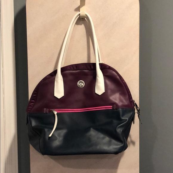 lululemon athletica Handbags - Amazing lululemon gym bag!